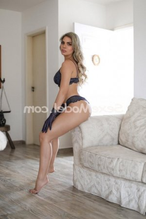 Plume escortgirl massage sexe à Colombelles