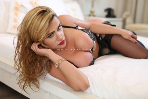 Maina escorte massage sexe